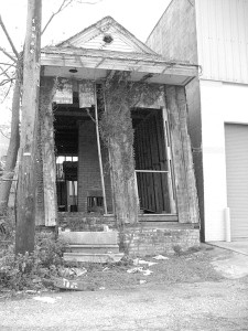 Blighted shotgun house in New Orleans in 2007. Photo courtesy of Wikimedia Commons